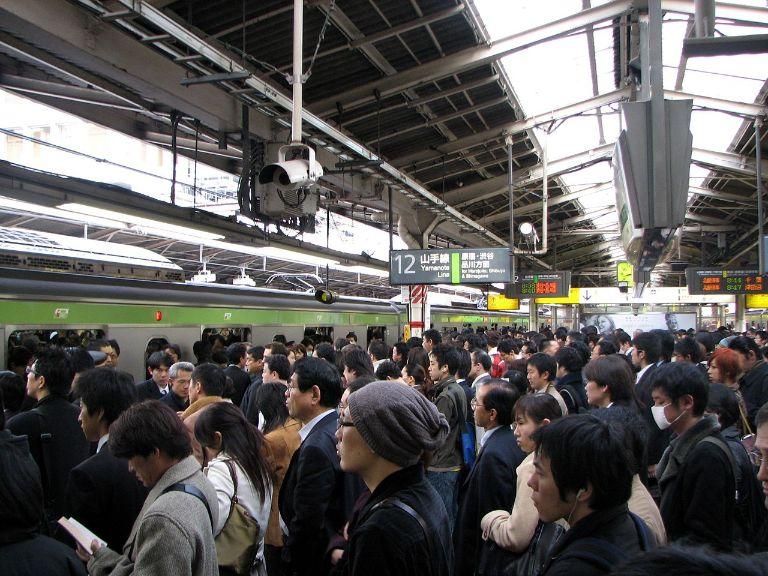 在宅勤務(リモートワーク・テレワーク):通勤ラッシュの満員電車やばすぎ